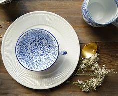Vajilla en tonos azules Decorative Plates, Tableware, Home Decor, Dinnerware, Blue Nails, Decoration Home, Room Decor, Tablewares, Dishes