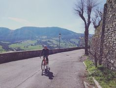 Yesterday it was spring today it is back back to winter... We could ride all day long to the small villages on the hill... The landscape looks like painted on the background! This is the lovely #Romagna  #womenscycling #ontherivet #strongher #smithwomen #bikesgirls #liveyours #twcweride #igerscycling #rapha #bicilive #likeagirl #cycling #cyclingphotos #cyclingfashion #instamood #instacycling #velo #instadaily #me #coolerwomen #radgirlslife #girlpower #lifebeyondwalls #winter4igers…