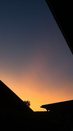 Aesthetic Iphone Wallpaper, Aesthetic Wallpapers, Night Aesthetic, Look At The Sky, Sunset Wallpaper, Sky Art, Photos Tumblr, Jolie Photo, Sky And Clouds