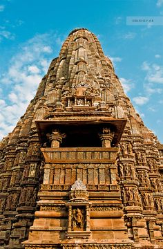 Kandariya Mahadeva Temple by Berney Ab on Indian Temple Architecture, Historical Architecture, Ancient Architecture, Beautiful Architecture, Temple India, Hindu Temple, Hindus, Temples, Khajuraho Temple
