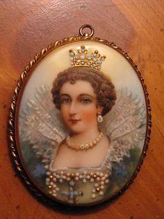 Porcelain portrait of Marie de Medici brooch