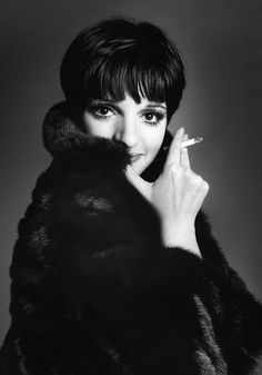 Liza Minnelli, not sure why a cigarette was needed here but it is a great shot!