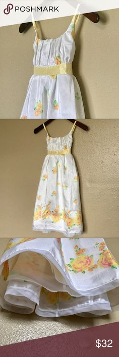 🌷 Girls 10 Bonnie Jean Yellow Flower Dress 🌷 Girls 10 Bonnie Jean Yellow Flower Dress  Bonnie Jean Yellow Flower Dress 100% Polyester   Girls-Children's 10  This a very nice dress with a built in slip. It has 3 buttons and tie bow in the back. What a nice way to add color to any season. It looks nice with a cardigan too.  The tag was cut off.   ❌No Trades Bonnie Jean Dresses Formal