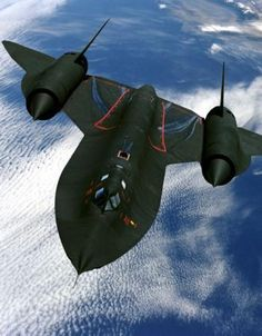 Facts History and Trivia About The Fastest Plane In the World The Supersonic Lockheed Martin Blackbird Spy Plane - Thrillist Military Jets, Military Aircraft, Air Fighter, Fighter Jets, Fighter Aircraft, Aviation World, Us Navy, Rare Photos, History