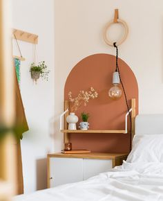 Une arche murale avec de la peinture DIY | Shake My Blog Diy Home Decor, Room Decor, Home Hacks, New Room, Elle Decor, Bedroom Wall, Diy Painting, Decoration, Sweet Home