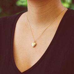 Colar Relicário Coração Arabesco Pequeno Dourado - LAÇOS de FILÓ | acessórios femininos
