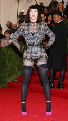 Absolutely still have the hots for Madonna, gotta luv 'er :) Madonna at the 'PUNK: Chaos to Couture' Costume Institute Gala at The Museum of Art on May 2013 Madonna Looks, Lady Madonna, Sexy Older Women, Sexy Women, Madonna Pictures, Fashion Face, High Fashion, Sexy Stockings, Celebs