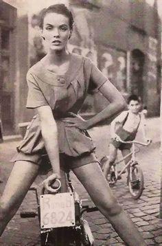 Photograph by Richard Avedon, 1953.