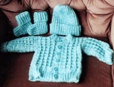 Free Crochet Patterns Baby Boy : Baby boys sweater outfit made from this free Newborn ...