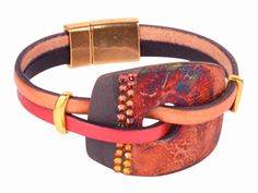 Create this Crystal Cuff Urban Raku bracelet for fall! This unique and handmade leather beaded bracelet could be your new favorite Autumn accessory.