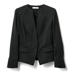 EPOCA エポカ|ジャケット|スクエアクロス  ノーカラージャケット|まるで天然繊維のようなナチュラルな質感のポリエステル糸で作られたジャケット。メッシュ組織で薄く織り上げていますので、清涼感のある一着です。非常に軽い作りを追求した一枚ですので夏のジャケットが必要なシーンにピッタリです。同素材のスカート(M5S42589)とセットでお召頂けます。