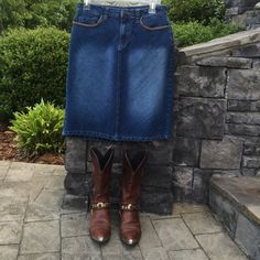 """Denim skirt The cutestdenim skirt. Pockets are stitched with brown trim. Waist measures 14.5 """". Length is 21"""". Like new. Size 6. Kekit Jeans Skirts A-Line or Full"""