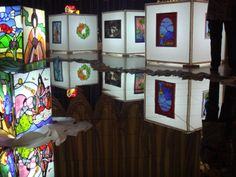 2009 exhibition of Hiro Kobashi -  I live in Kyoto. The main work is space designer of the buildings. Besides, I am a stained glass designer, a design lecturer, a three-dimensional artist, and accessories designer.