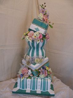 Wedding Cake has interesting design...could do fall floral and fall colors