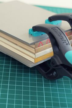 OOOHH I need a pair of these! Wolfcraft Spring clamps FZ: 3630000 / 3631000 (article numbers) #Bookbinding