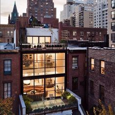 What a cool New York City apartment! I want it now.....