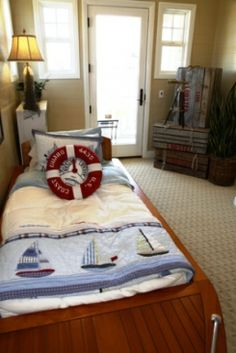 a fun nautical bedroom suits a beach decorating style well
