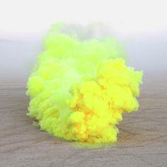 el humo con color como instalación