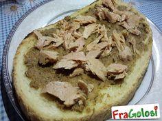 Bruschettona con Paté di Olive Verdi e Tonno - Scopri la Ricetta - Ingredienti, Preparazione e Consigli Utili per ottenere gustosissime bruschettone.