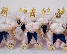 Ursinho de Acrílico, ideal para decorar festas infantis ou presentear como lembrancinha em chá de bebê ou visita à maternidade. Pode ser usado para meninos ou meninas dependendo da cor do laço. <br>***NÃO ACOMPANHA GULOSEIMAS***