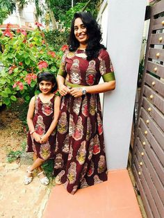 Latest Mom And Daughter Matching Dresses Collection - Indian Fashion Ideas Mom Daughter Matching Dresses, Mom And Baby Dresses, Girls Dresses, Kalamkari Dresses, Mother Daughter Fashion, Girls Frock Design, Kids Dress Patterns, Indian Gowns Dresses, Frocks For Girls