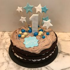 Tarta choco-latte estrellitas. Baby Shower, Latte, Cupcakes, Desserts, Food, Fondant Cakes, Lolly Cake, Candy Stations, One Year Birthday