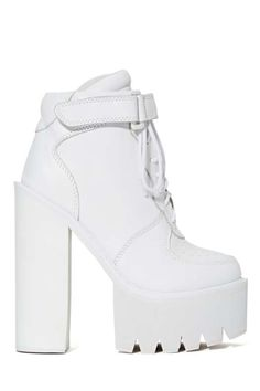 Jeffrey Campbell Pole Vault Platform Boot at Nasty Gal White High Heel Boots, White Lace Up Boots, Lace Up Heel Boots, How To Wear Ankle Boots, Heeled Boots, Shoe Boots, High Heels, High Boots, White Shoes