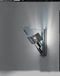 Icaro Parete di Carlo Forcolini 1985  Lampada da parete disegnata da Carlo Forcolini nel 1985 con corpo in metallo verniciato, scherzo in acciaio forato cromato lucido e diffusore in cristallo trasparente