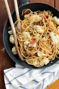 Spaghetti integrali con cavolfiore, acciughe e senape