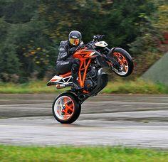 Cars Discover If I had a crotch rocket Moto Enduro Moto Ducati Moto Bike Hummer Ktm Super Duke Ktm Motorcycles Stunt Bike Bike Photography Ride Out Moto Enduro, Moto Ducati, Moto Bike, Motorcycle Bike, Ktm Super Duke, Cb 1000, Ktm Motorcycles, Stunt Bike, Ride Out