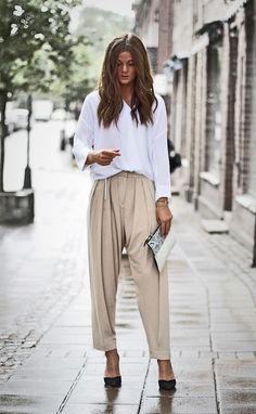 White blouse + baggy pants fashion moda, kıyafet и kadın Minimalist Street Style, Look Street Style, Street Chic, Minimalist Fashion, Looks Style, Looks Cool, Mode Outfits, Fashion Outfits, Fashion Trends