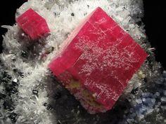 Rhodochrosite crystals with quartz