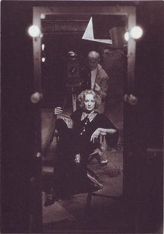 Marlene Dietrich (1930), Sitfung Deutsche Kinemathek; photo by Irving Chidnoff