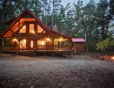 Constructed in Leanin' Hickory accommodates up to eight people. It has two spacious bedrooms and a roomy loft sleeping area. Come and enjoy a stay.