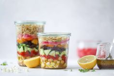 This incredible greek orzo salad in a jar is to die for! The recipe is so easy and flavorful, super satisfying and perfect for meal prep. This salad in a jar is a delicious lunch idea for the weekdays and keeps you feeling full and happy! Real Food Recipes, Vegetarian Recipes, Healthy Recipes, Fast Recipes, Healthy Salads, Healthy Eats, Yummy Food, Salad In A Jar, Soup And Salad