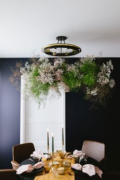 How to Create a Hanging Floral Installation with Dried Botanicals the perfect modern centerpiece alternative to WOW Your Next Dinner Guests this fall Halloween and Thanksgiving. Decor Style Home Decor Style Decor Tips Maintenance home Metallic Gold Spray Paint, Modern Centerpieces, Candle Centerpieces, Wedding Centerpieces, Wire Wreath Frame, Flower Installation, Diy Candles, Floating Candles, Arte Floral
