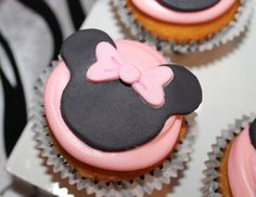 Minnie Mouse cupcake toppers #minniemouse #cupcakes