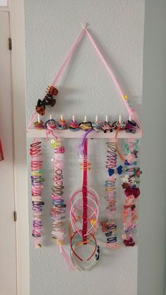 Haarspangen-Organisator - Babyzimmer Deko & Ideen & DIY - The most beautiful hairstyles Hair Accessories Holder, Organizing Hair Accessories, Girls Accessories, Accessories Display, House Accessories, Diy Hair Clips Organizer, Hair Clip Storage, Headband Storage, Baby Room Decor