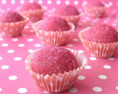 Strawberry Brigadeiros - a popular Brazilian candy. Sweetened condensed milk + strawberry jelly + butter + pink gel food coloring and rolled in pink sugar or sprinkles. Candy Recipes, Sweet Recipes, Dessert Recipes, Yummy Treats, Sweet Treats, Yummy Food, Pink Treats, Pink Snacks, Rose Bonbon