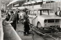"""Longbridge in 1978 ( Classic Mini, Classic Cars, Assembly Line, Birmingham England, Jaguar Land Rover, Mini Clubman, Mini Stuff, Assemblage, The Old Days"