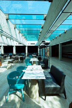 Akvárium Klub Budapest #IndoorFurniture #UpholsteredSofa #UpholsteredArmchair