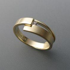 Golden ring with diamond - Schmuck - Modern Jewelry, Jewelry Art, Jewelry Rings, Silver Jewelry, Jewelry Accessories, Men's Jewellery, Silver Bracelets, Bijoux Design, Schmuck Design