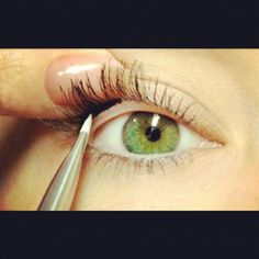 """Photo by beautylovemakeup """"easy makeup trick to make your eyelashes look WAY thicker and darker! apply eyeliner to your upper waterline """""""