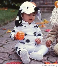 Super easy DIY Dalmatian costume...brings the choice of me and lil man being cruella deVille and a Dalmatian for Halloween up to the front of the race!