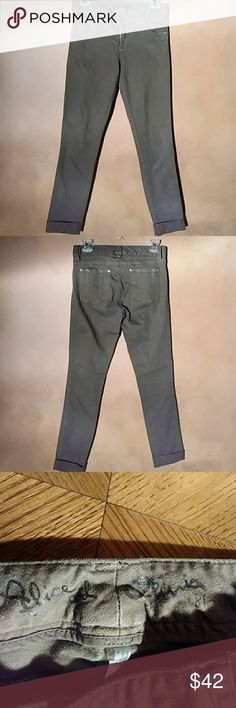 Alica and Olivia Olive Jeans Alica and Olivia Olive Jeans Size 4 Condition good like new Alice & Olivia Jeans Skinny