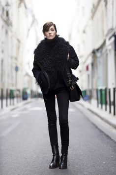 All-black // Shearling jacket, turtleneck, satchel, skinny jeans and boots #style #fashion