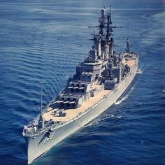 The second USS Newport News was a Des Moines-class heavy cruiser in the… United States Navy, Uss Newport News, Poder Naval, Heavy Cruiser, Us Navy Ships, Navy Marine, Marine Corps, Naval History, Aircraft Carrier