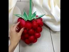 Crepe Paper Flowers Tutorial, Flower Lights, Giant Paper Flowers, Projects To Try, Strawberry, Fruit, Crafts, Handmade, Ideas