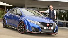 Kaiser Chiefs' Ricky Wilson gets behind the wheel of his new Honda Civic Type R