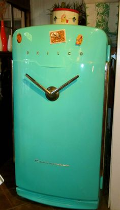 Vintage Turquoise Fridge... I want this in my future kitchen!!